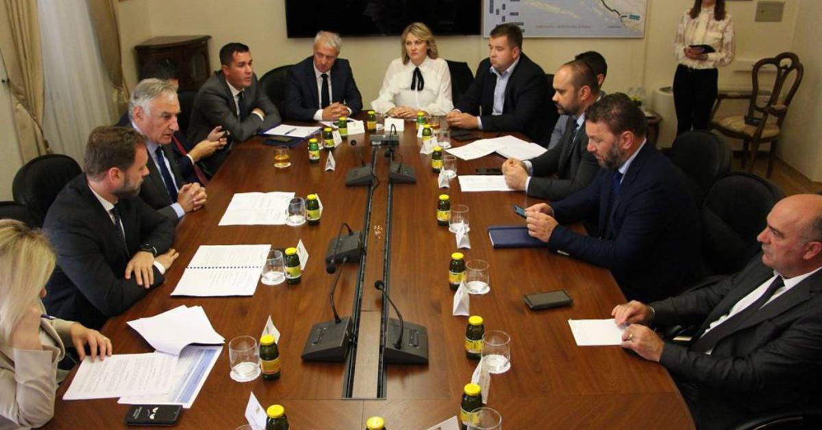 PALAČA RANJINA Ministar Banožić održao radni sastanak sa županom Dobroslavićem i predstavnicima gradova i općina